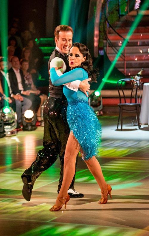 Anton & Lesley dance the Cha Cha Cha